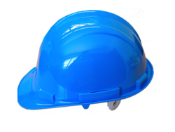 Casco de seguridad para trabajo Safetop SP en uniforma.