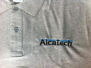 Polo de trabajo de manga corta bordado Alcatech