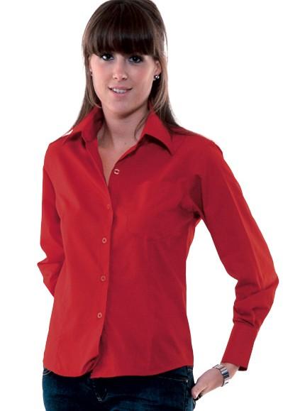 Camisa de mujer roja de manga larga entallada.