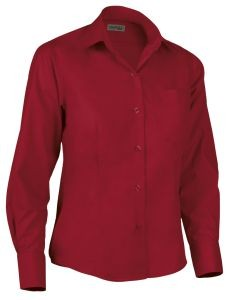 Camisa de mujer entallada roja.