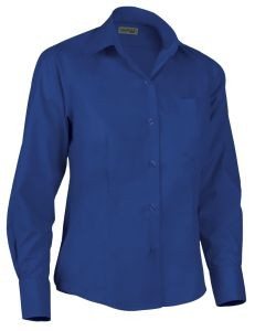 Camisa de mujer entallada azulina.