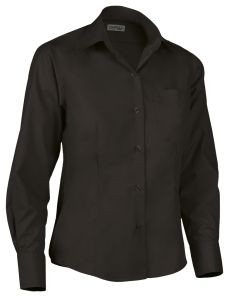 Camisa de mujer entallada negra.