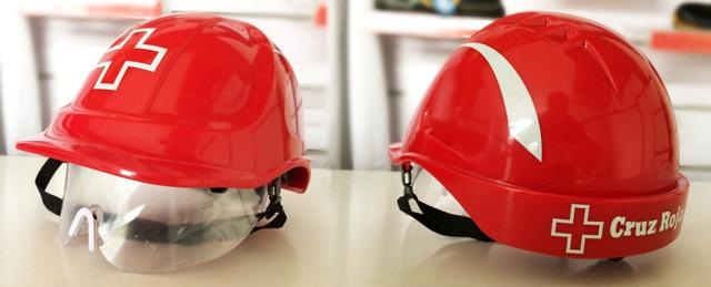 Cascos rojo de Cruz roja personalizados con vinilo reflectante.